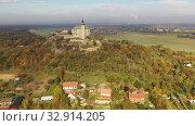 Купить «Aerial view of Kuneticka Hora Castle in autumn, Czech Republic», видеоролик № 32914205, снято 18 октября 2019 г. (c) Яков Филимонов / Фотобанк Лори