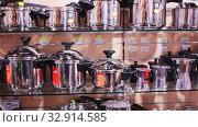Купить «Large assortment of stainless steel pans and other kitchen utensils for sale in household store», видеоролик № 32914585, снято 22 октября 2019 г. (c) Яков Филимонов / Фотобанк Лори