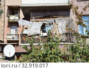 Армения, Ереван, захламленный балкон (2014 год). Редакционное фото, фотограф Овчинникова Ирина / Фотобанк Лори