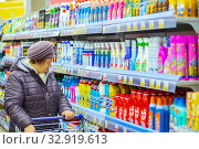 Russia Samara November 2019: a mature woman with a goods trolley stands near a shelf with cleaning products in a store. Редакционное фото, фотограф Акиньшин Владимир / Фотобанк Лори