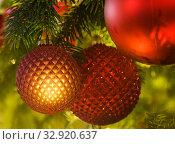 Купить «Новогодний фон - шары на освещенной огоньками елке», фото № 32920637, снято 5 января 2020 г. (c) Наталья Николаева / Фотобанк Лори