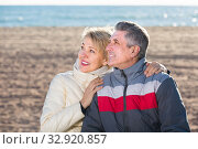 positive husband and wife spend time together happily at sea beach. Стоковое фото, фотограф Яков Филимонов / Фотобанк Лори
