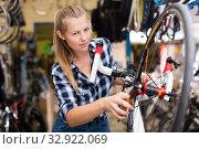 Portrait of young girl who is fixing her bicycle. Стоковое фото, фотограф Яков Филимонов / Фотобанк Лори