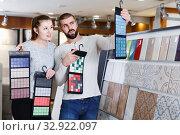 Ordinary couple looking sample of ceramic tile. Стоковое фото, фотограф Яков Филимонов / Фотобанк Лори