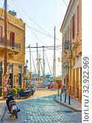 Купить «Street leading to the port in Aegina town», фото № 32922969, снято 15 сентября 2019 г. (c) Роман Сигаев / Фотобанк Лори
