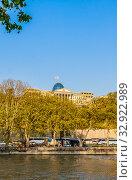 Купить «Tbilisi, Georgia. Presidential Administration Palace, Avlabari Residence. Uptown Of Avlabari District. Famous Landmark», фото № 32922989, снято 30 марта 2020 г. (c) Николай Коржов / Фотобанк Лори