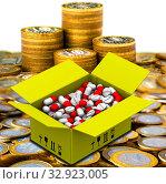 Коробка с лекарствами лежит на российских монетах. Стоковая иллюстрация, иллюстратор WalDeMarus / Фотобанк Лори