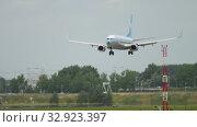 Купить «KLM retro livery Boeing 737 landing», видеоролик № 32923397, снято 27 июля 2017 г. (c) Игорь Жоров / Фотобанк Лори