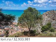 Aerial view from tourist path on Rocca di Cefalu rock massif in Cefalu city and comune on the Tyrrhenian coast of Sicily, Italy. Стоковое фото, фотограф Konrad Zelazowski / easy Fotostock / Фотобанк Лори