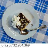 Купить «Sweet cake with chocolate and butter cream served at plate», фото № 32934369, снято 10 апреля 2020 г. (c) Яков Филимонов / Фотобанк Лори