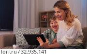 Купить «mother and son with tablet pc having video call», видеоролик № 32935141, снято 23 декабря 2019 г. (c) Syda Productions / Фотобанк Лори