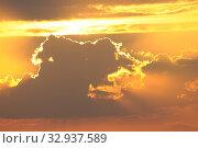 Купить «Sonnenuntergang, sonne, abend, meer, natur, abends, abendsonne, sonnenstrahl, sonnenstrahlen, romantisch, wolke, wolken», фото № 32937589, снято 2 июня 2020 г. (c) easy Fotostock / Фотобанк Лори