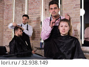 Купить «Female discussing haircut with hairdresser», фото № 32938149, снято 5 марта 2018 г. (c) Яков Филимонов / Фотобанк Лори