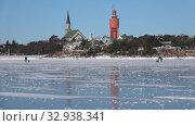 Февральский день на льду Финского залива. Ханко, Финляндия (2018 год). Стоковое видео, видеограф Виктор Карасев / Фотобанк Лори