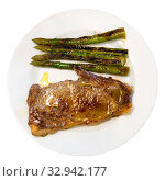Entrecote with baked asparagus. Стоковое фото, фотограф Яков Филимонов / Фотобанк Лори