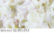 Salad Olivier in a vase. Стоковое видео, видеограф Потийко Сергей / Фотобанк Лори