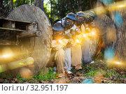Paintball players shooting with guns. Стоковое фото, фотограф Яков Филимонов / Фотобанк Лори