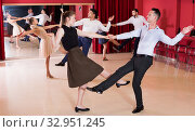 People practicing vigorous lindy hop movements. Стоковое фото, фотограф Яков Филимонов / Фотобанк Лори