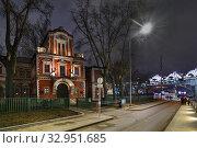 Купить «Москва, Берсеньевская набережная, дом 20», эксклюзивное фото № 32951685, снято 28 декабря 2019 г. (c) Dmitry29 / Фотобанк Лори