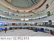 Купить «Doha, Qatar - Nov 18. 2019. Doha City Center - Shopping Center. Interior», фото № 32952613, снято 18 ноября 2019 г. (c) Володина Ольга / Фотобанк Лори