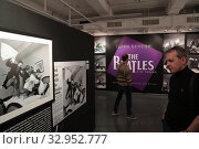 """Купить «Фотовыставка Гарри Бенсон """"THE BIATLES"""" в галерее братьев Люмьер», эксклюзивное фото № 32952777, снято 19 января 2020 г. (c) Дмитрий Неумоин / Фотобанк Лори"""
