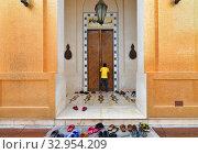 Купить «Золотая мечеть в Katara Cultural Village в Дохе, Катар», фото № 32954209, снято 20 ноября 2019 г. (c) Володина Ольга / Фотобанк Лори