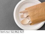 Купить «wooden spoon, fork and knife on paper plate», фото № 32962921, снято 3 мая 2019 г. (c) Syda Productions / Фотобанк Лори