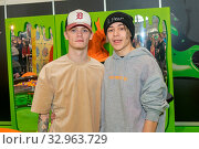 DORTMUND, Germany - December 1st 2018: Bars & Melody (british rap duo - Rapper Leondre ) at Nickelodeon Slimefest 2018, the first Slimefest in germany. Стоковое фото, фотограф Zoonar.com/Markus Wissmann / age Fotostock / Фотобанк Лори
