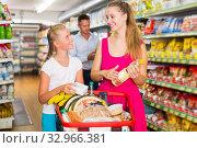 Happy family of two smiling with purchases. Стоковое фото, фотограф Яков Филимонов / Фотобанк Лори