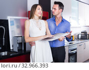Купить «middle class admiring family selecting kitchen furniture», фото № 32966393, снято 15 июня 2017 г. (c) Яков Филимонов / Фотобанк Лори