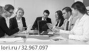 Купить «colleagues in negotiations in conference room», фото № 32967097, снято 25 мая 2020 г. (c) Татьяна Яцевич / Фотобанк Лори