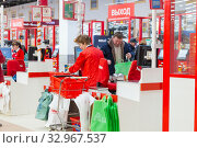 Купить «Russia, Samara, December 2019: Buyers pay for purchases at the box office in the store. Text in Russian: new, exit», фото № 32967537, снято 25 декабря 2019 г. (c) Акиньшин Владимир / Фотобанк Лори