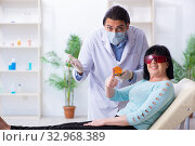 Купить «Old woman visiting young doctor dentist», фото № 32968389, снято 5 апреля 2019 г. (c) Elnur / Фотобанк Лори