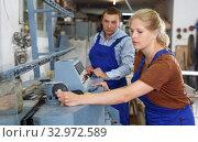 Купить «Woman with male assistant working on glass beveling machine», фото № 32972589, снято 10 сентября 2018 г. (c) Яков Филимонов / Фотобанк Лори