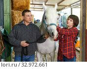 Купить «Portrait of man and woman with roan horse», фото № 32972661, снято 26 ноября 2018 г. (c) Яков Филимонов / Фотобанк Лори