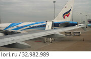 Купить «Airplane taxiing in Suvarnabhumi airport, Bangkok», видеоролик № 32982989, снято 30 ноября 2017 г. (c) Игорь Жоров / Фотобанк Лори
