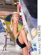 Купить «Female practicing indoor rock-climbing», фото № 32983945, снято 9 июля 2018 г. (c) Яков Филимонов / Фотобанк Лори