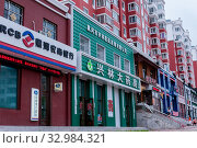 China, Heihe, July 2019: offices in residential buildings, streets of the Chinese city of Heihe in the summer. Редакционное фото, фотограф Катерина Белякина / Фотобанк Лори