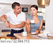 Купить «Husband pointing at wristwatch to wife drinking tea», фото № 32984713, снято 17 июля 2018 г. (c) Яков Филимонов / Фотобанк Лори