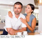 Girl apologizing to offended boyfriend. Стоковое фото, фотограф Яков Филимонов / Фотобанк Лори