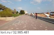 Купить «Doha, Qatar - Nov 21. 2019. Sheraton Grand Doha Resort from Corniche Waterfront», видеоролик № 32985481, снято 9 декабря 2019 г. (c) Володина Ольга / Фотобанк Лори