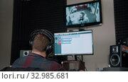 Купить «A man sound engineer watching the rapper whlie recording his track», видеоролик № 32985681, снято 2 апреля 2020 г. (c) Константин Шишкин / Фотобанк Лори