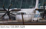 Купить «Turboprop aircraft before departure», видеоролик № 33001529, снято 2 декабря 2018 г. (c) Игорь Жоров / Фотобанк Лори