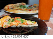 Pizza with tomato juice. Стоковое фото, фотограф Александр Птах / Фотобанк Лори
