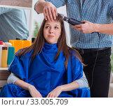 Купить «Man male hairdresser doing haircut for woman», фото № 33005709, снято 27 ноября 2017 г. (c) Elnur / Фотобанк Лори