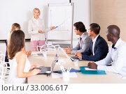 Купить «Mature woman sharing business ideas with colleagues», фото № 33006617, снято 25 мая 2020 г. (c) Яков Филимонов / Фотобанк Лори