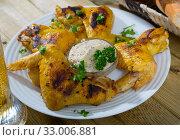 Купить «Grilled chicken wings with spicy sauce», фото № 33006881, снято 28 февраля 2020 г. (c) Яков Филимонов / Фотобанк Лори