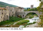 Medieval stone bridge in Lagrasse (2018 год). Стоковое фото, фотограф Яков Филимонов / Фотобанк Лори