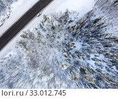 Купить «Passenger car standing on snowy roadside of northern highway. Aerial view at winter landscape», фото № 33012745, снято 28 декабря 2019 г. (c) Кекяляйнен Андрей / Фотобанк Лори