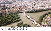 Aerial view of Historic centre of Cordoba with antique Roman Bridge over Guadalquivir river and medieval Mosque-Cathedral, Spain (2019 год). Стоковое видео, видеограф Яков Филимонов / Фотобанк Лори